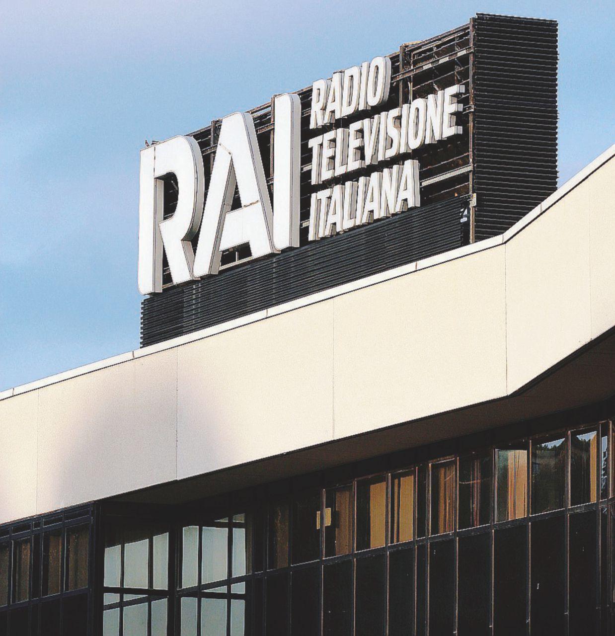 In Edicola sul Fatto Quotidiano del 29 luglio: La Rai  è in agonia: stipendi-scandalo  e doppie poltrone