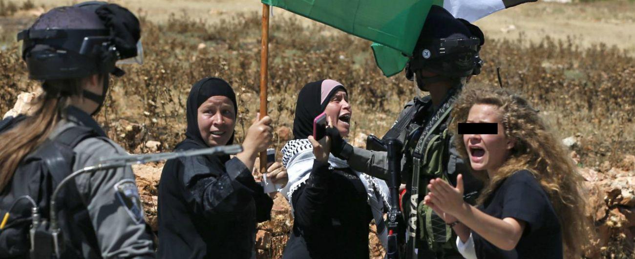 """Ahed Tamimi libera, a casa l'attivista palestinese 17enne che schiaffeggia i soldati: """"La resistenza continuerà"""""""
