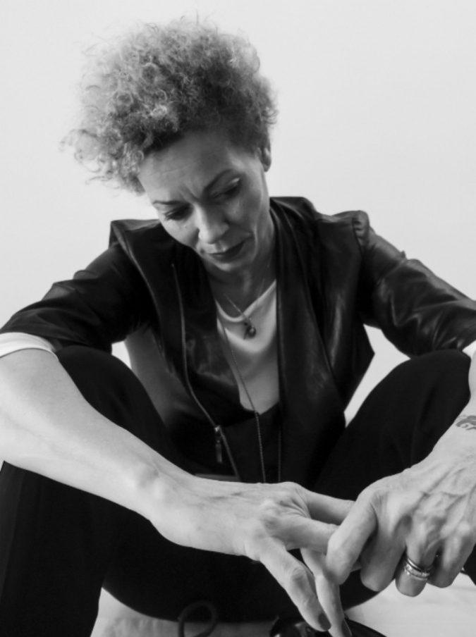 """Rosàlia De Souza e il racconto di una saudade che """"non è solo nostalgia ma anche speranza"""": ecco il suo nuovo album"""