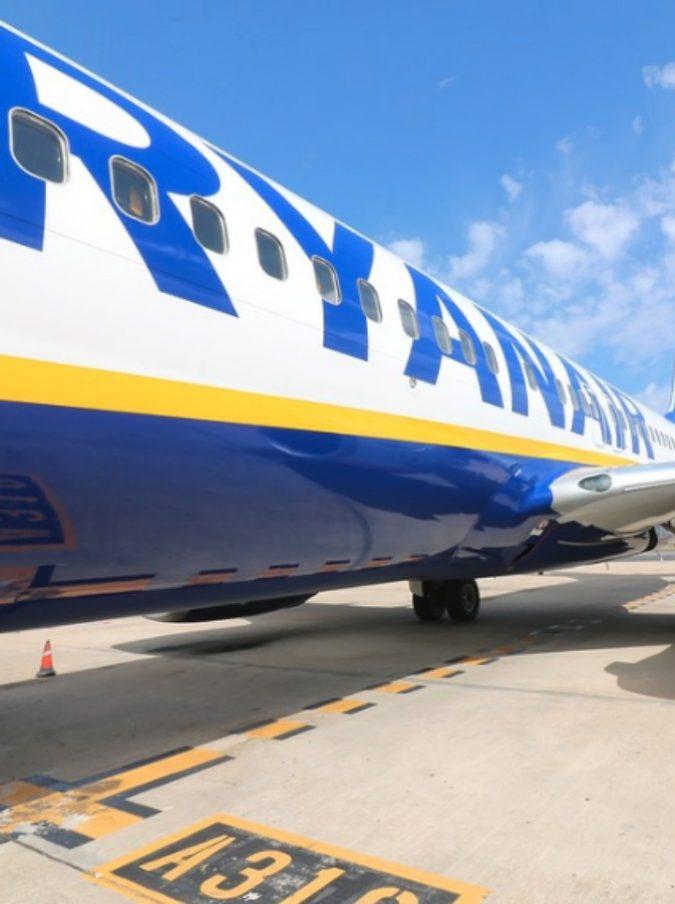 Ryanair non li fa partire, da Londra a Milano in pullman: la storia di 30 ragazzini tra i 13 e i 17 anni