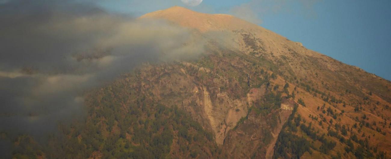 Indonesia, oltre 500 turisti bloccati sul vulcano nell'isola di Lombok. Attivati i soccorsi