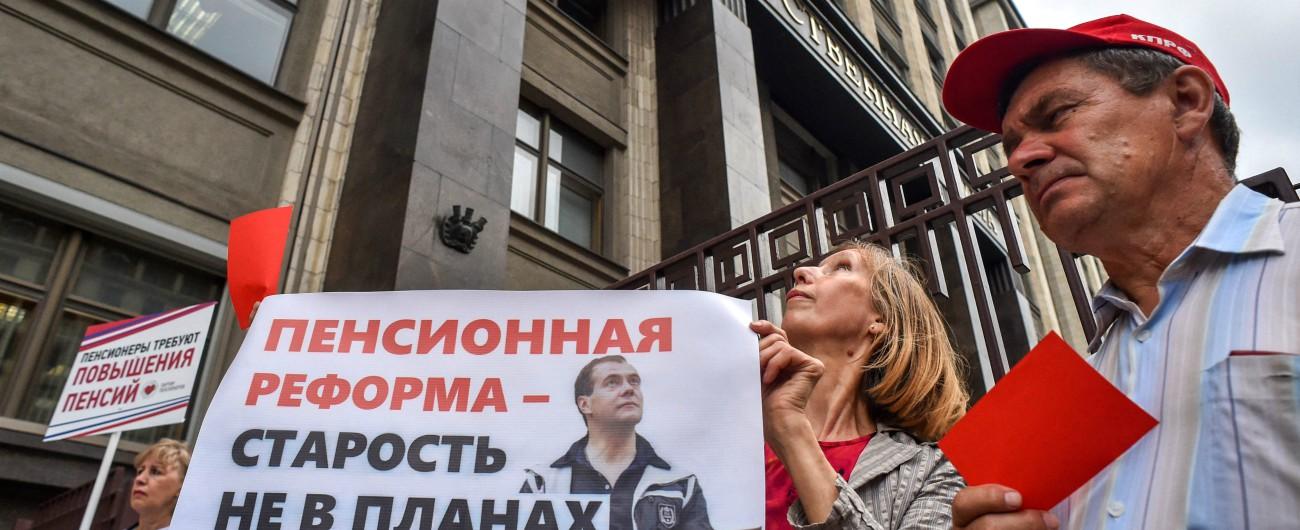"""Russia, Putin riforma le pensioni: """"A casa solo a 65 anni"""". E i russi tornano in piazza"""