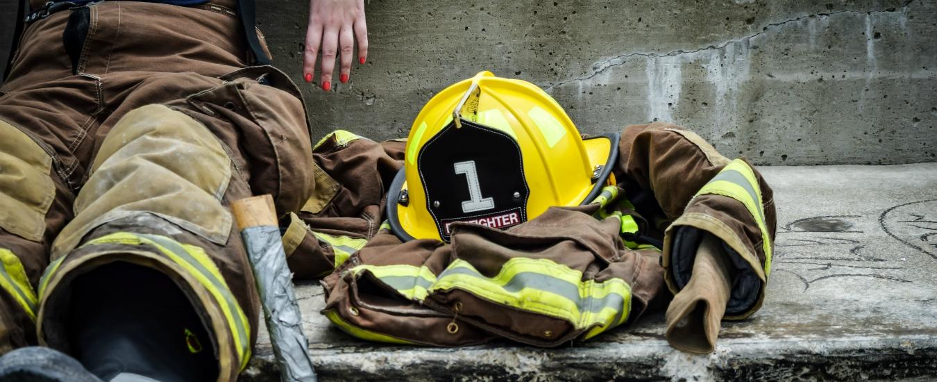 Quattro mezze cartelle / 21: Ogni donna ha diritto al suo vigile del fuoco