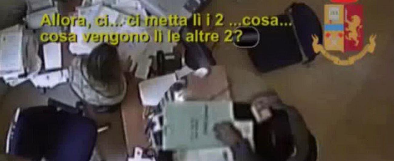 Reggio Emilia, velocizzava pratiche per cittadinanza stranieri in cambio di tangenti: arrestata funzionaria Prefettura