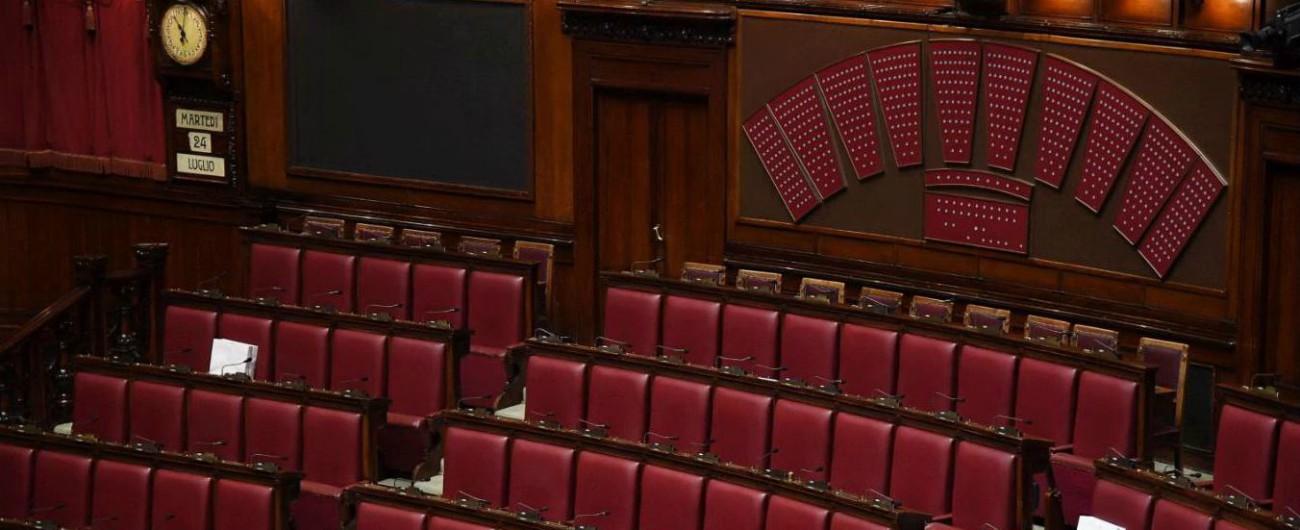 Partiti, la proposta di legge di Paragone: obbligo di dichiarazione da mille euro in su e trasparenza sulle fondazioni