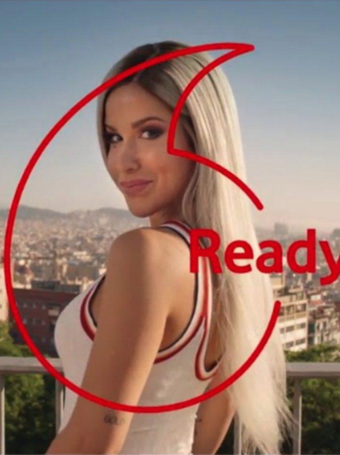 """Iliad e Vodafone, vince la compagnia francese: ritirato lo spot con Baby K perché """"ingannevole"""""""