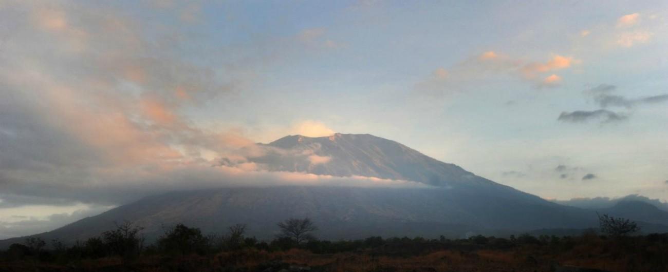 Indonesia, salvi i 500 escursionisti rimasti bloccati sul vulcano nell'isola di Lombok dopo il terremoto