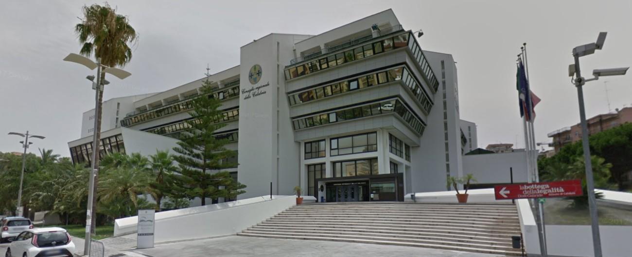 Regione Calabria, il Consiglio nomina dipendente nella struttura speciale. Dda: 'Aiutò figlia a intestarsi società di un boss'