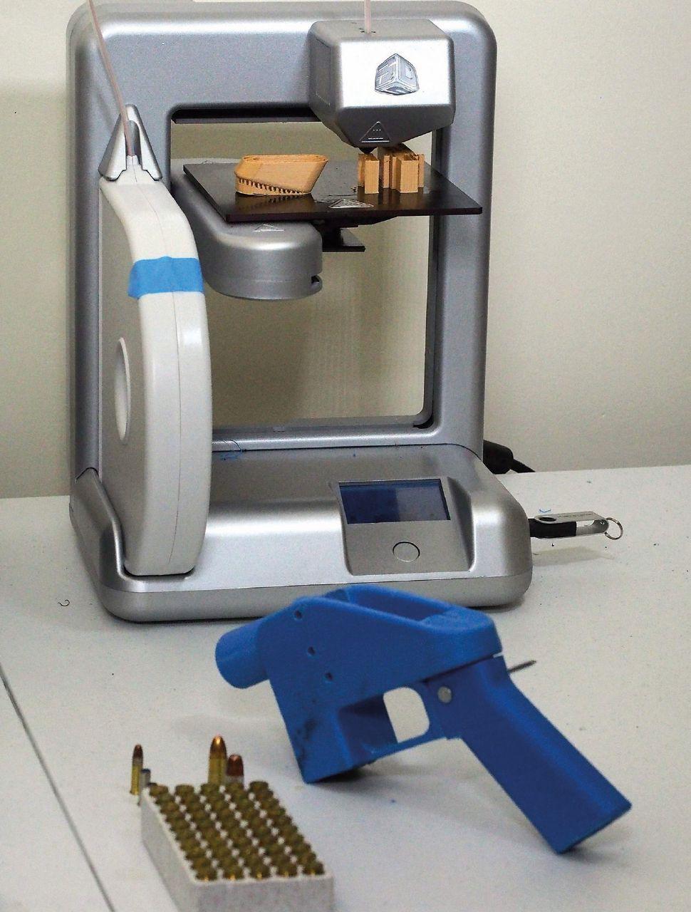 """Armi """"stampate"""": è plastica, ma fa male"""