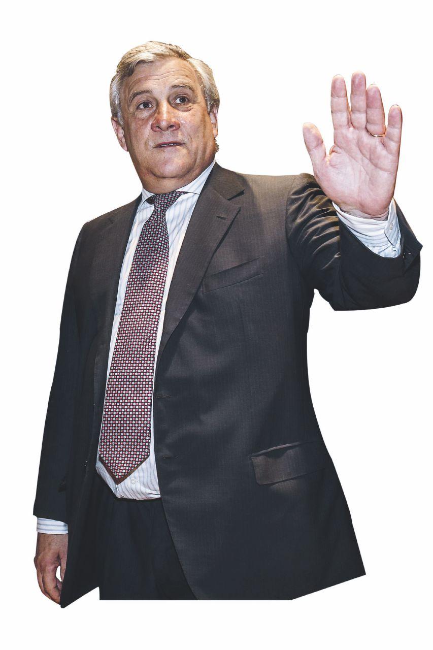 Forza Italia, il partito in rivolta con Tajani e Letta: B. si rimangia l'ok