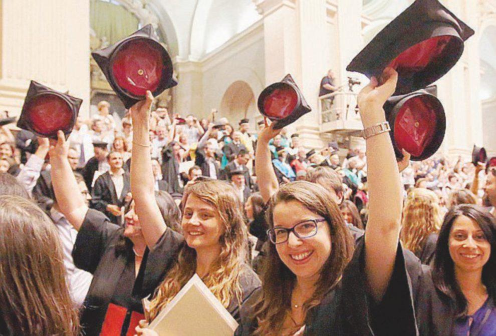 Aspettative – Un' alta percentuale dei nuovi emigranti ha un titolo di studio superiore – Ansa