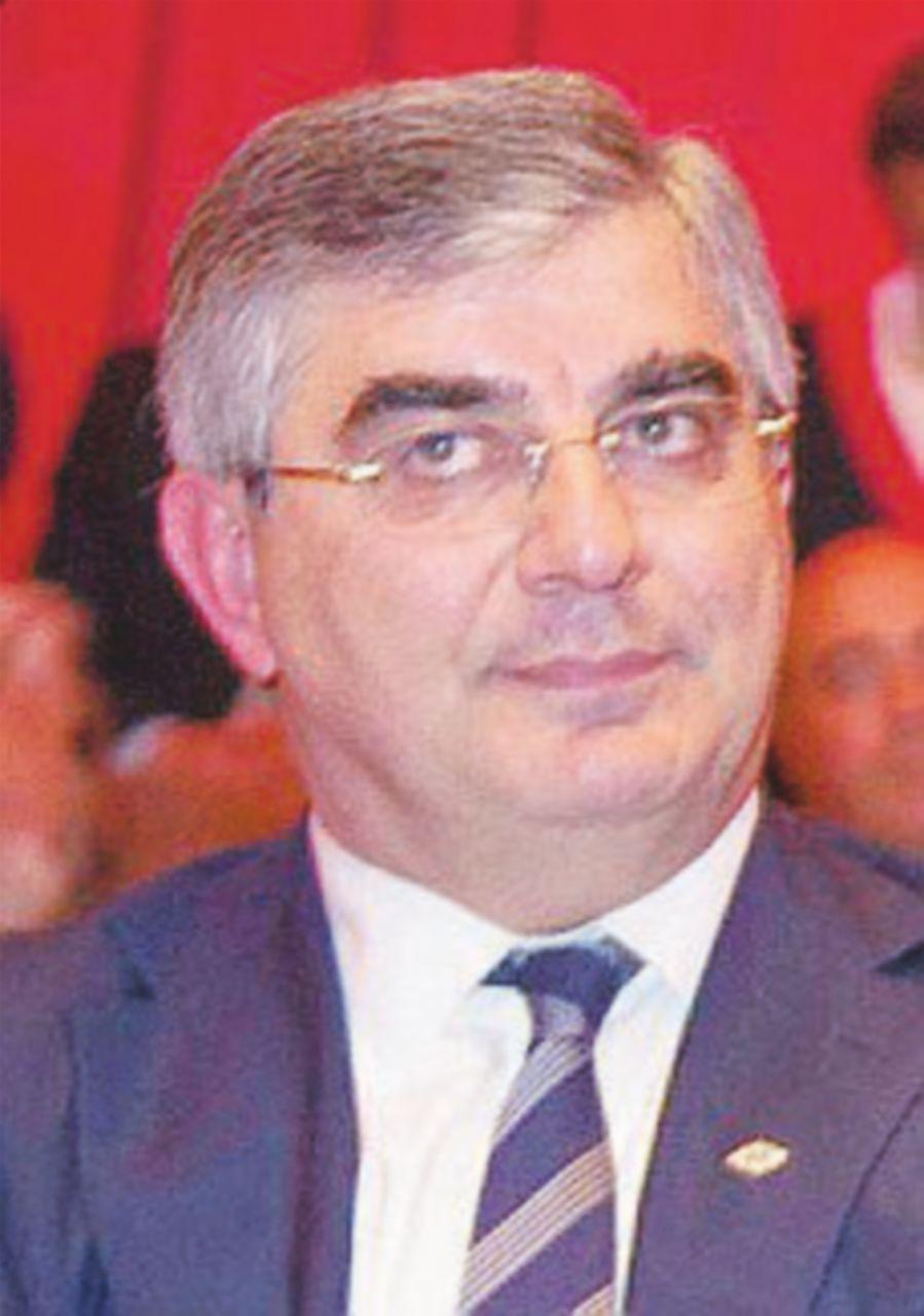 """La Giunta dà 3 giorni a D'Alfonso: """"Rinunci al posto in Regione"""""""