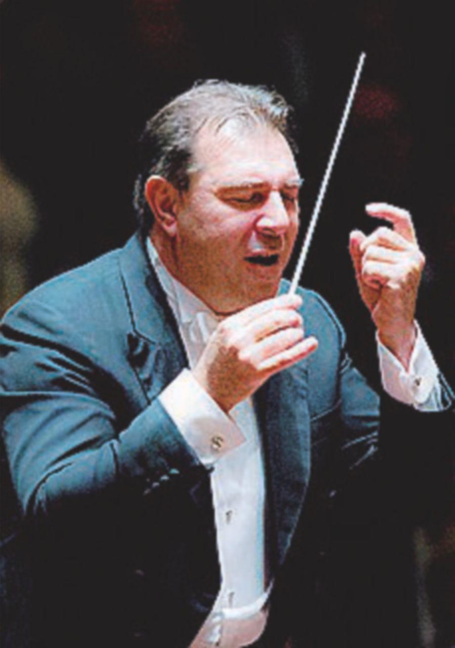Molestie, il maestro Gatti licenziato dall'Orchestra reale