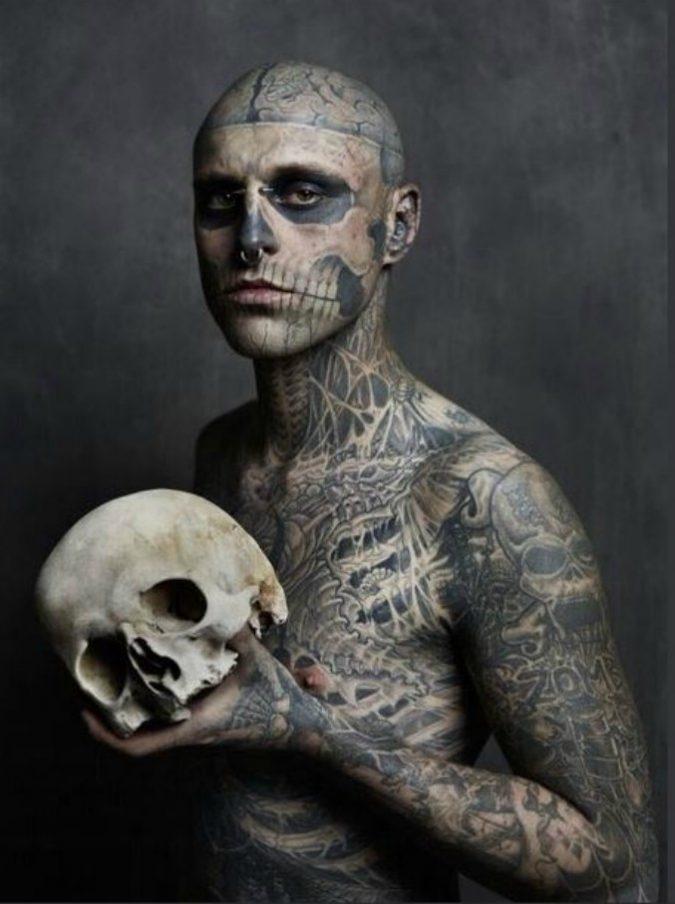 """Rick Genest morto, si è suicidato a 32 anni """"Zombie Boy"""". Il dolore di Lady Gaga: """"Salviamoci a vicenda dalla depressione"""""""