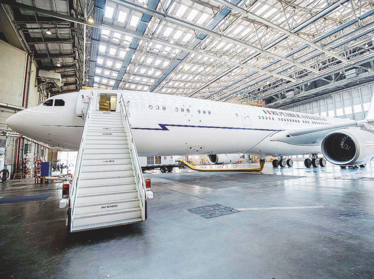 In Edicola sul Fatto Quotidiano del 4 agosto: L'aereo più pazzo del mondo, i retroscena. Air Force, ora paga Alitalia