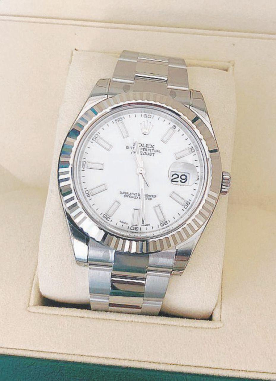 Cronografo da zuffa – Un Rolex Datejust II fotografato nel Dipartimento dei beni strumentali presso la Presidenza del Consiglio. Per questi orologi si è accapigliata la scorta dell'ex premier Renzi
