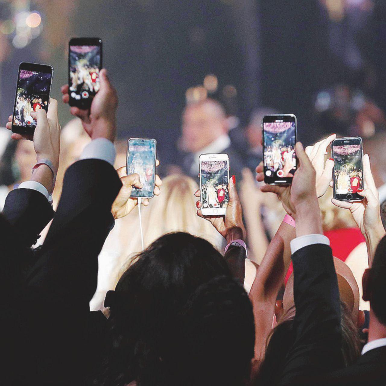 Video, foto, like e condivisioni: l'anchilosi al braccio è vicina