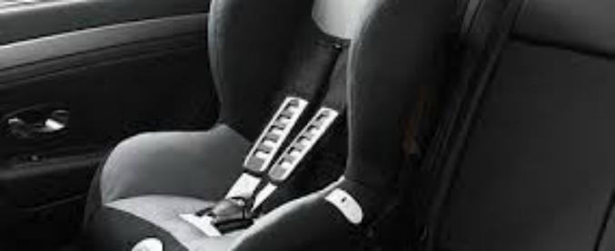 Seggiolini auto, la Camera approva l'obbligo di dispositivi anti-abbandono dal 2019: ecco come cambia la normativa