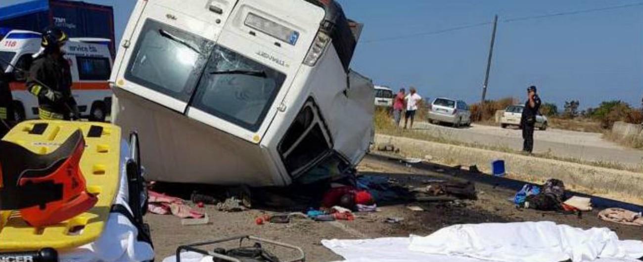 """Foggia, strage di braccianti migranti. Altri 12 morti in un incidente stradale. 3 feriti. Di Maio: """"Più ispettori contro caporalato"""""""