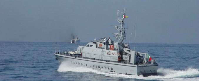 Sicilia, gestivano traffici illeciti tra Lampedusa e la Tunisia: 14 arresti. Sequestrato il tesoro degli scafisti