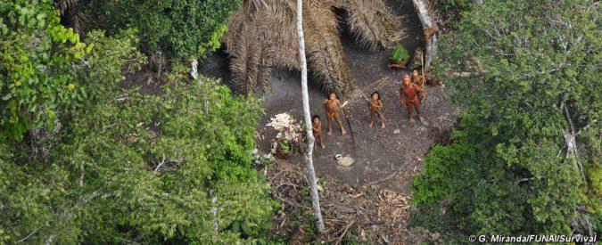 Amazzonia, il video straordinario dell'ultimo superstite della sua tribù. Lasciamolo vivere in pace