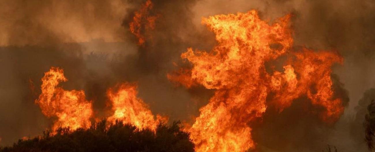California, in corso il più grande incendio della storia dello stato Usa: due morti