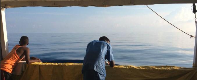 """Migranti, Spagna: """"La nave dell'ong Open Arms con 87 persone a bordo può sbarcare nel porto di Algeciras"""""""
