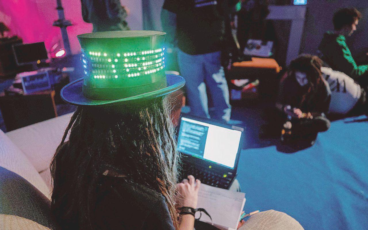 La fratellanza degli hacker. Occhio all'apocalisse digitale