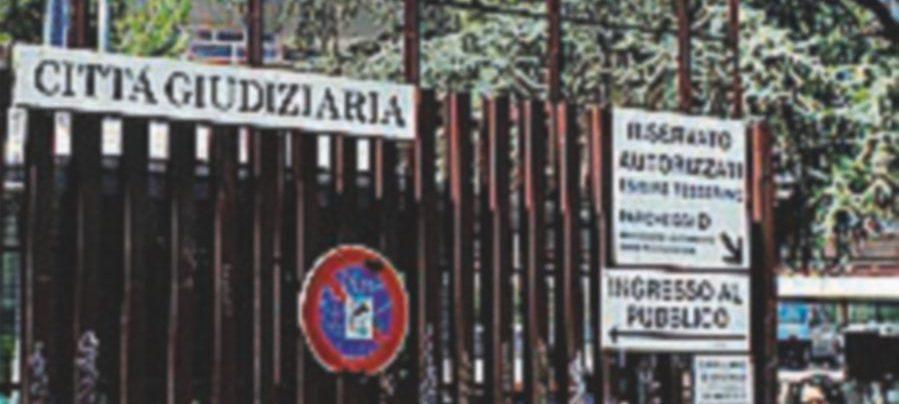 Giù un controsoffitto al tribunale di Roma Protesta dell'Anm