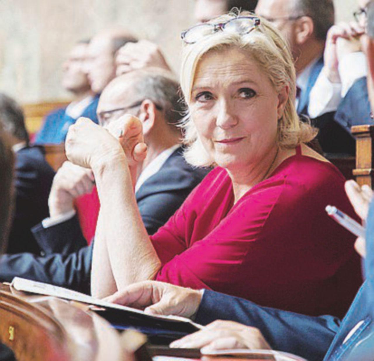 Sovranisti squattrinati: anche la Le Pen rischia la bancarotta e attacca le toghe