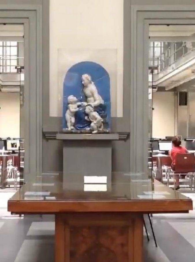 """Biblioteca nazionale Firenze, 137 km di libri: dal """"Pinocchio"""" originale al libro più piccolo del mondo"""