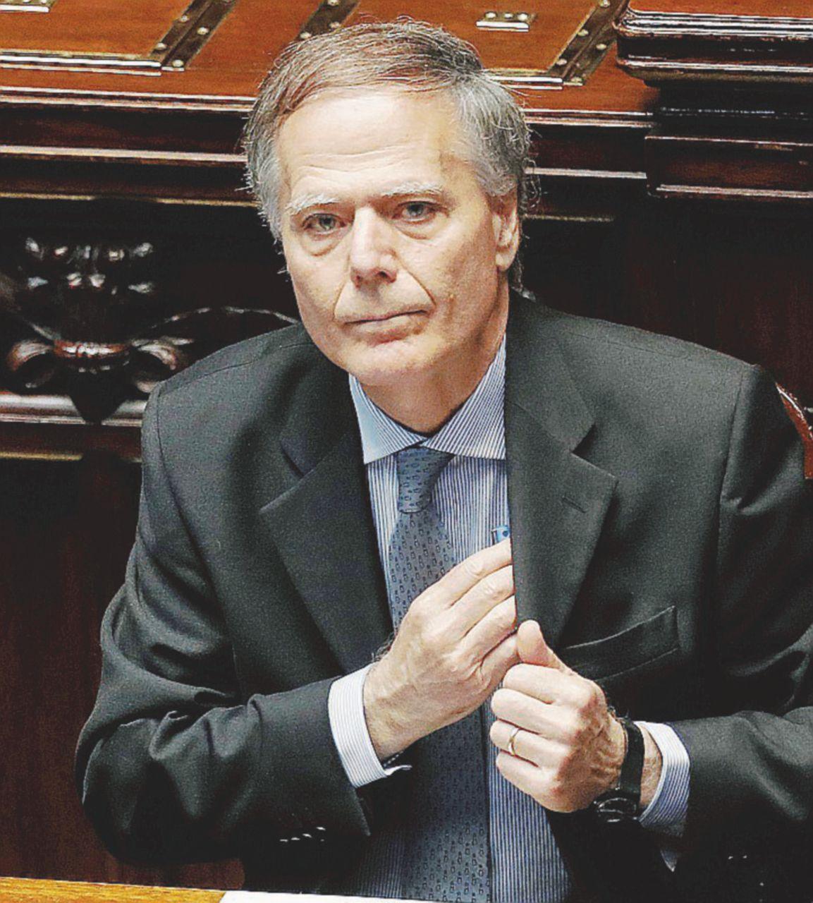"""""""Italiani popolo di migranti"""". Moavero scatena i sovranisti"""