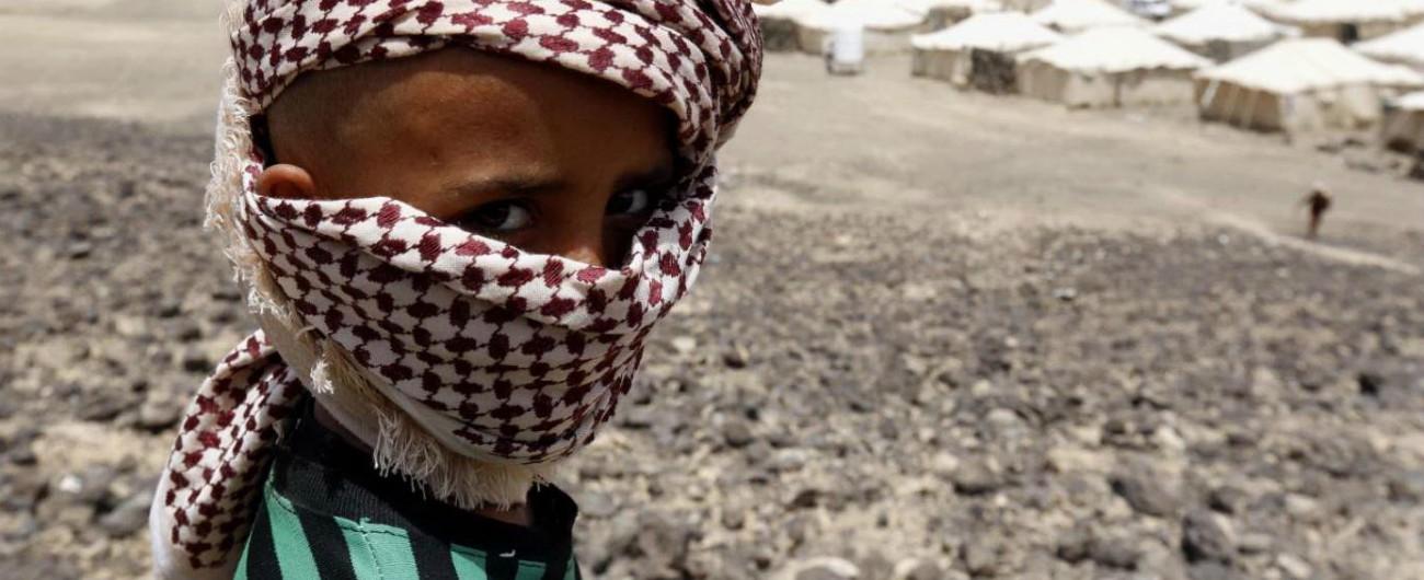 Yemen, attacco aereo: colpiti uno scuolabus e un mercato. Almeno 39 morti, quasi tutti bambini