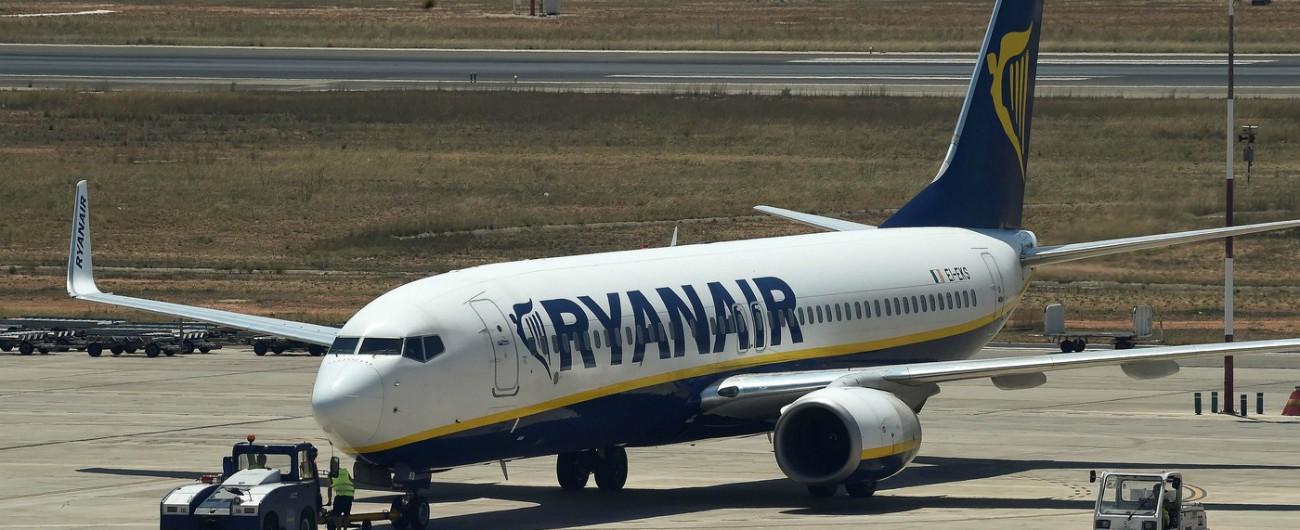 Ryanair, è il giorno del più grande sciopero della sua storia: cancellati 400 voli, a terra 55mila passeggeri