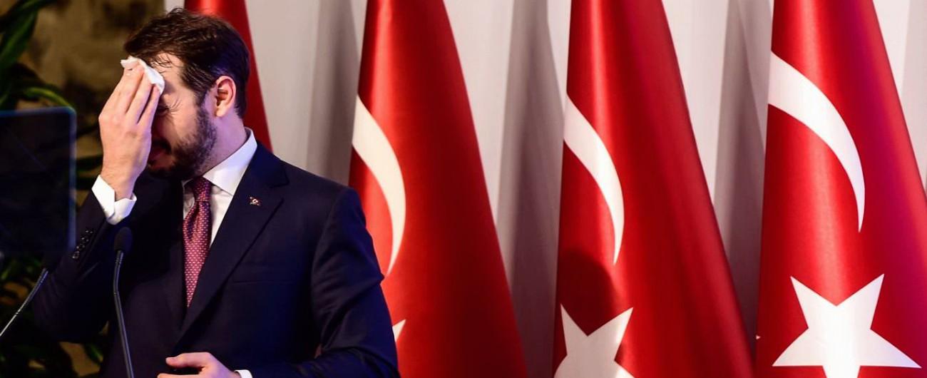 Turchia, la catena di errori che Erdogan maschera con la teoria del complotto: ora la crisi di Ankara minaccia le banche Ue