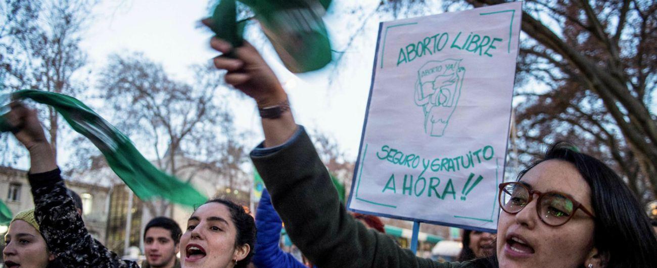 """Argentina, l'arcivescovo dopo il no del Senato alla legge sull'aborto: """"Non oso festeggiare. Come aiuteremo le donne?"""""""