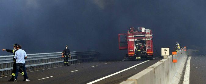 Incendio Bologna, il selfie con l'autocisterna in fiamme non è una mossa intelligente