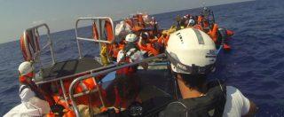 Migranti, l'Aquarius salva 141 persone su due barche: a bordo un neonato e 72 minori. Il video dei due interventi
