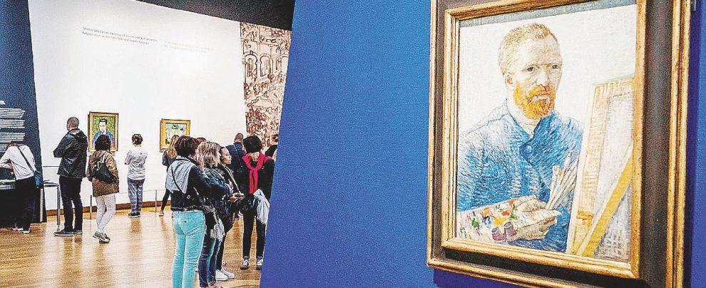 Tutti ai piedi di Van Gogh: più che un pittore, un brand