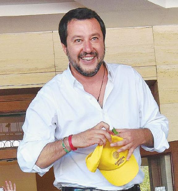 Salvini prova a mangiarsi B. al Sud con l'esercito degli ex