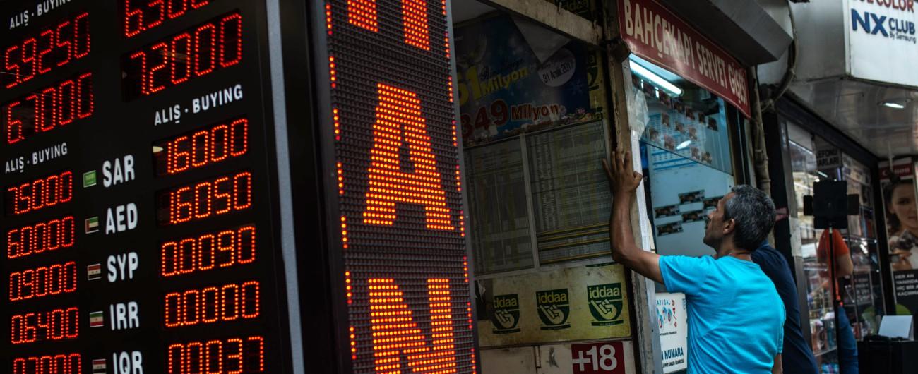 """Turchia, la lira crolla ancora sul dollaro. Ankara: """"Subito misure straordinarie"""". Ma le Borse europee vanno di nuovo giù"""