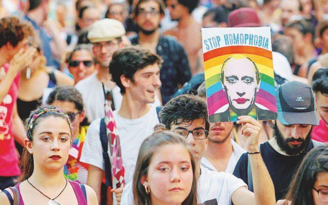 """Russia-gay: si dice """"relazione non tradizionale"""" ed è reato"""