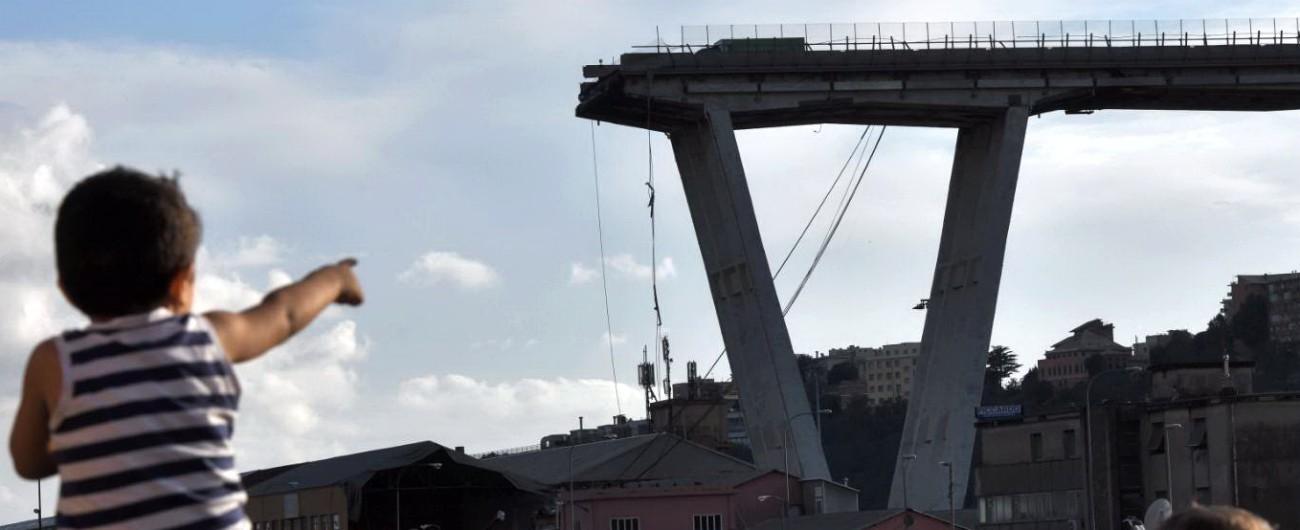 """Ponte Morandi, parla la testimone: """"Ho visto i tiranti spezzarsi, poi sono caduti sulla carreggiata. Tutto in 15 secondi"""""""