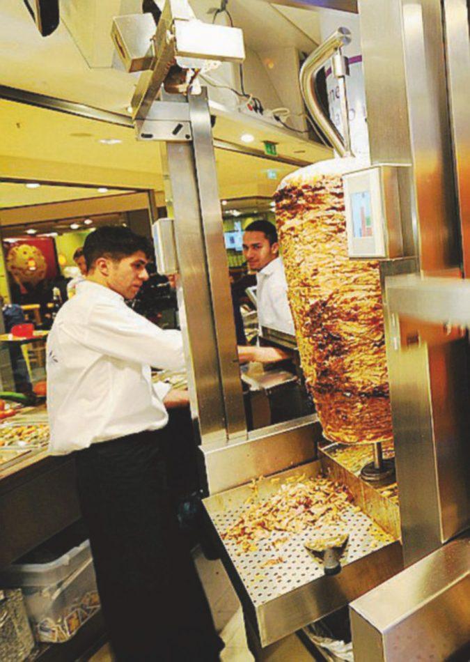 Kebab, pizza e fritti: il successo è straniero