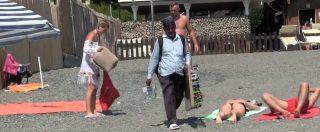 """Italiani come noi – ambulanti in spiaggia: """"Cacciamoli, ma niente multe a chi compra"""". """"Povera gente, devono lavorare"""""""