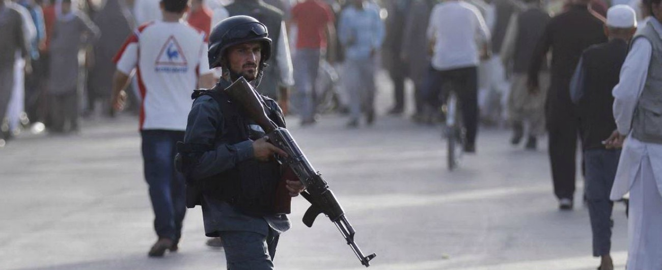 """Afghanistan, attacchi a Kabul: l'Isis rivendica la morte di 34 studenti. Amnesty denuncia: """"Violenza record"""""""