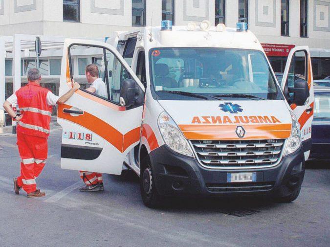 Sull'ambulanza solo uomini, non lascia salire la moglie incinta. Arrestato 23enne marocchino