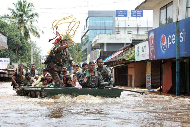 India, inondazioni nel Kerala: 324 morti e oltre 200mila sfo
