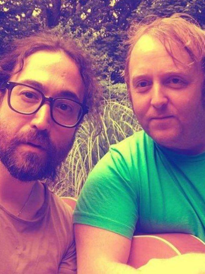 Beatles, i figli di John Lennon e Paul McCartney si fanno un selfie insieme: ecco lo scatto che fa impazzire i fan