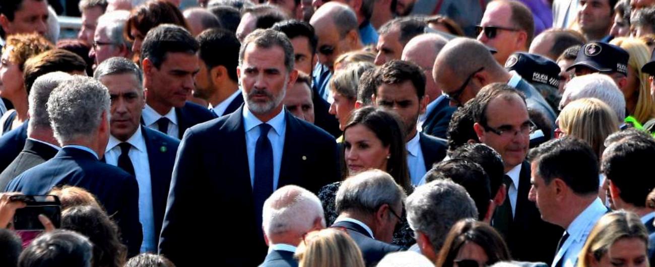 Barcellona, a un anno dall'attentato le celebrazioni in ricordo delle vittime: il re Felipe VI tra acclamazioni e contestazioni